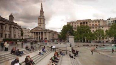 On steps of trafalgar square, london — Stock Video