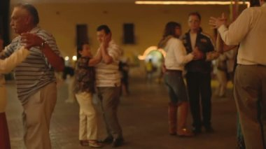 Live band plays outdoors in the town of Valladolid — Stock Video