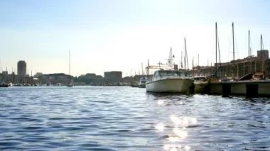 Marseille vieux port with sun sparkling on water, france — Stock Video