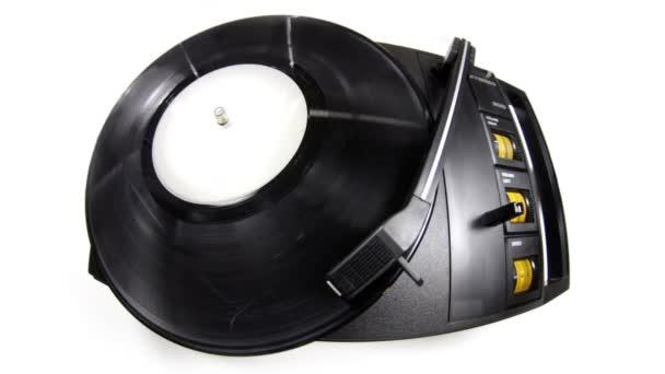 Viejo tocadiscos de vinilo retro — Vídeo de stock