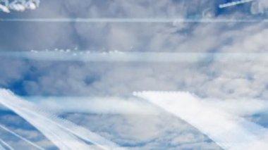 Tepegöz tarafından geçen gün batımı bulutlar — Stok video