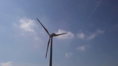 Wind power turbines providing clean alternative energy — Stock Video
