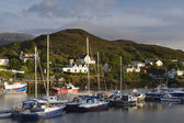 Fishing boats in kyleakin harbour, isle of skye — Stock Photo