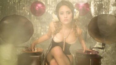 Music babe beautiful dj woman gramophone — Stock Video