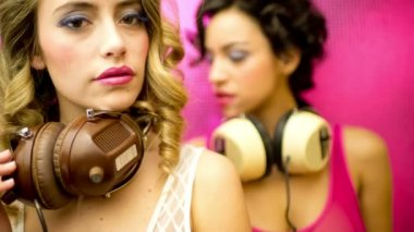 Seksowny tancerz disco dziewczyny strony — Wideo stockowe