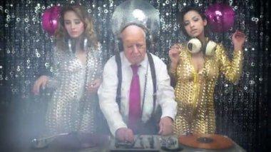 Grandpa DJ and gogo dancers — Stock Video