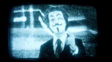 A man with an anonymous v for vendetta mask — Stok video