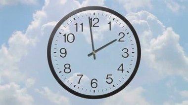 Часы с промежуток времени облака — Стоковое видео