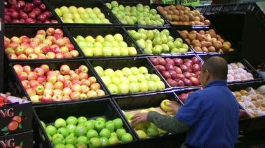 Man Facing Apples In Produce — Stock Video