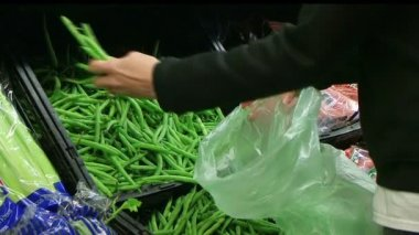 Woman Selecting Green Beans In Produce — Stock Video