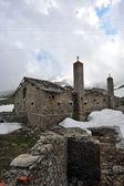 Rust van militaire barakken in bergen over de col du mont ceni — Stockfoto