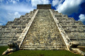 Heads in chichen itza — Stock Photo