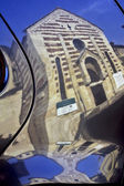 車の反射でヴェローナのサント ・ ステファノ教会 — ストック写真