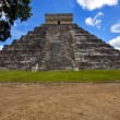 Stock Photo: El castillo quetzalcoatl