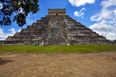 El castillo quetzalcoatl — Stock Photo