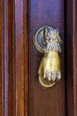 Knocker in a closed door in uruguay — Stock Photo