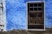 Brown wood window in a blue wall arrecife lanzarote — Stock Photo