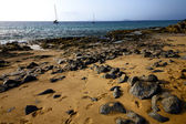 Coastline rock beach water boat yacht — Stock Photo