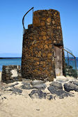 Tower spain hill yellow beach black rocks lanzarote — Stockfoto