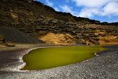 Almizcle estanque roca s en el golfo lanzarote españa — Foto de Stock