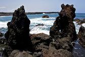 Рок Испания пляж воды в Лансароте остров пены пейзаж st — Стоковое фото