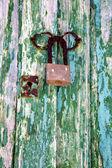 Kłódka hiszpania kołatka lanzarote streszczenie drzwi drewniane — Zdjęcie stockowe