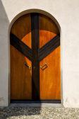 Abstraktní mosazi hnědou klepadlo dveře albizzate varese, itálie — Stock fotografie