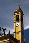 Cairate にヴァレーゼ イタリア古い壁テラス教会の鐘 cl — ストック写真