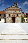 Besnate   in  italy   the   wall    church in sunny day — Stock Photo