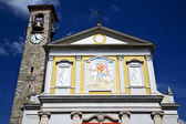 Besnate  abstract in  italy      wall  and church bell sunny day — Foto Stock