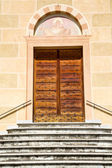 Sunny daY italy church tradate    the old door entrance  mosaic — Stock Photo