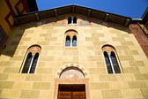 Sunny day italy church tradate  entrance and windows  mosaic — Stok fotoğraf