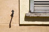 Jerago window  wood venetian blind  concrete — Stock Photo