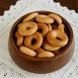 Russian bread ring in wooden bowl — Lizenzfreies Foto
