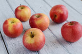 Ripe apples on shabby wooden table — Stock Photo