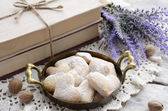 Heart shaped cookies in vintage tray in French style — Foto Stock