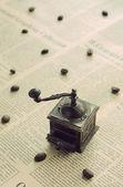 Mlýnek na kávu ozdobné vintage — Stock fotografie