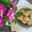 Wild rose bunch and homemade cookie — Stock Photo