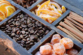 Coffee beans, kumquats and spices — Foto Stock