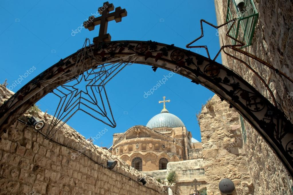 Church Of The Holy Sepulchre seen from the Via Dolorosa, Jerusalem, Israel — Stock Photo #13464846