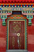 Zdobione drzwi tybetański — Zdjęcie stockowe