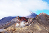 Tongariro Alpine crossing - most spectacular tramping track in New Zealand — Stock Photo