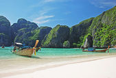Tropical beach on Koh Phi Phi island, Thailand — Photo