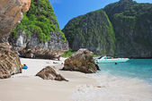 Tropical beach on Koh Phi Phi island, Thailand — Stock Photo
