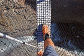 Crossing swingbridge, Tongariro NP, New Zealand — Stock Photo