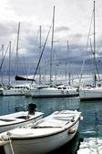 En yachts i marina — Stockfoto
