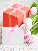 Bunch of tulips with present cart and gift box — Stock Photo