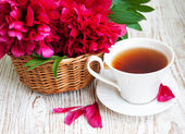 Tea with pink peonies — Stock Photo