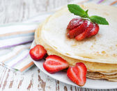 Stawberry pancakes — Stock Photo