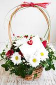 Flores com um cartão branco — Foto Stock